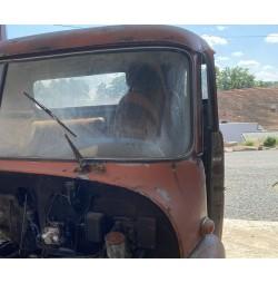 Čelní sklo T148 levé strana řidiče
